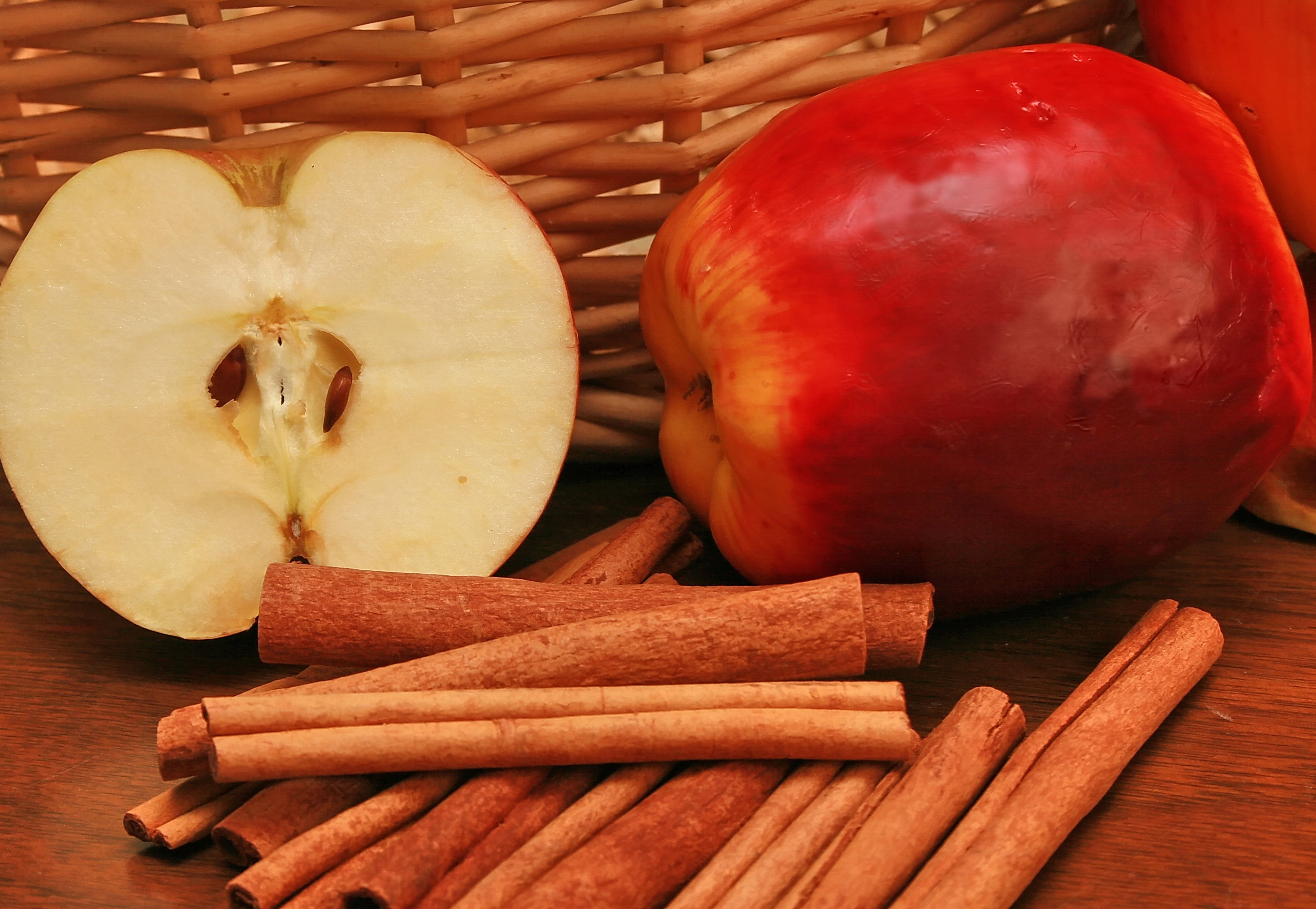 Apple-and-Cinnamon.jpg